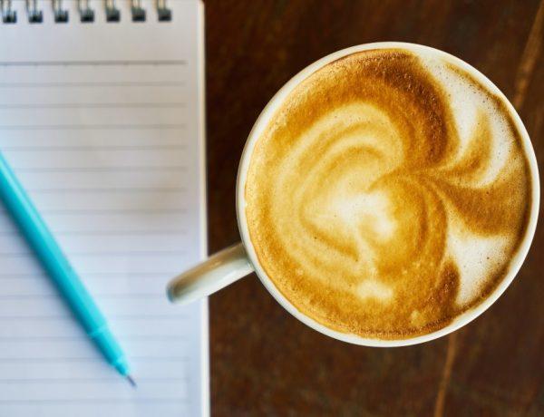 Agenda en Todolijst gebruiken. Koffie met notitieblok en pen