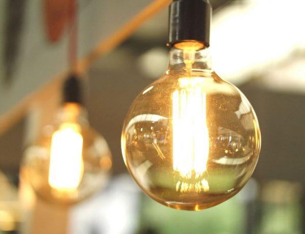 Meer energie - handige tips - foto van lampen die licht geven
